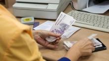 """Выдача пенсий в одном из отделений """"Почты России"""""""